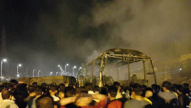 İran'da yakıt tankeri yolcu otobüsüyle çarpıştı: 13 ölü