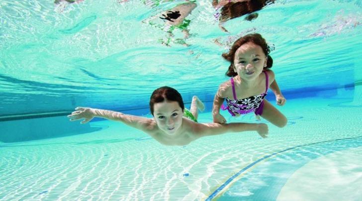 Deniz ve havuza girenler enfeksiyona dikkat! Deniz ve havuz suyu göze zarar verir mi?