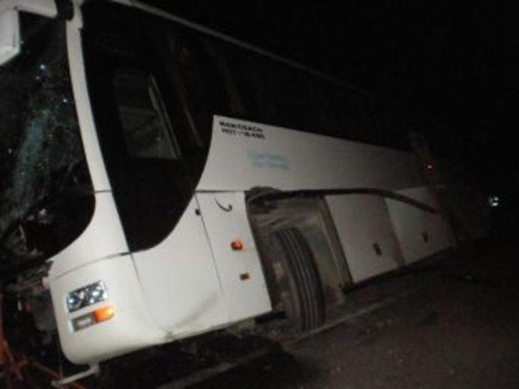 İran Otobüsü Kaza Yaptı: 1 Ölü, 5 Yaralı