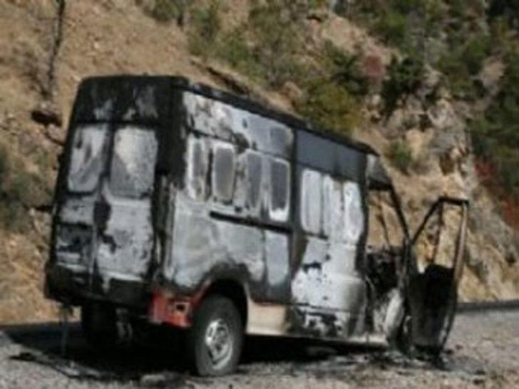 PKK araç yakıp 2 kişiyi kaçırdı