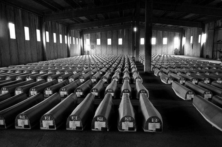 Srebrenitsa katliamı nasıl oldu? Srebrenitsa'da büyük acının 23. Yıldönümü!