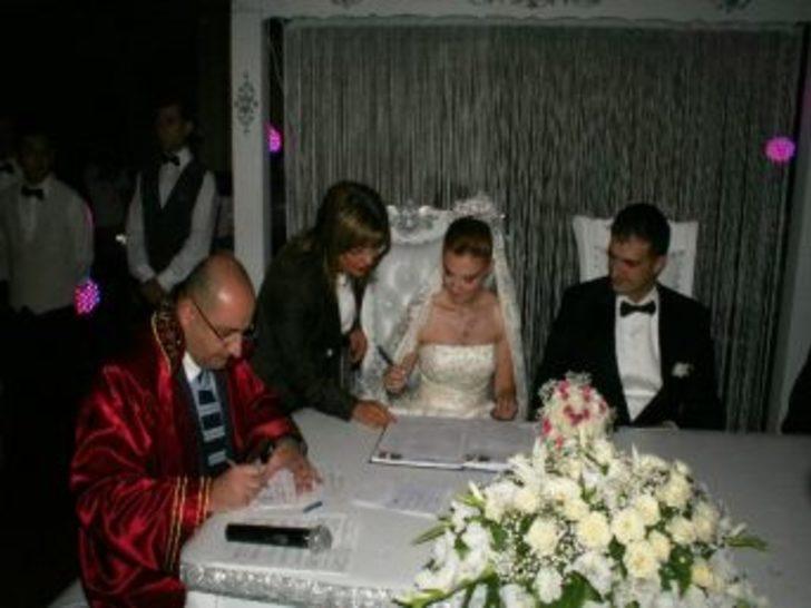 Evlilik Cüzdanını Şahin Verdi
