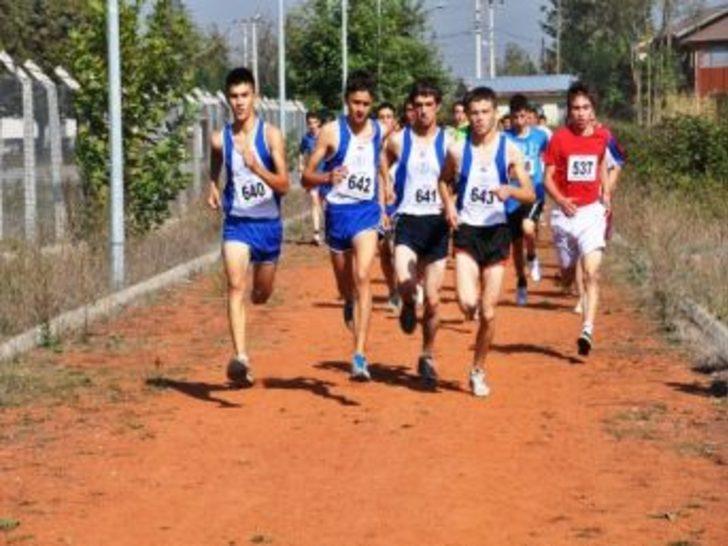 Düzce'de Atletizm Cumhuriyet Kupasına Büyük Katılım