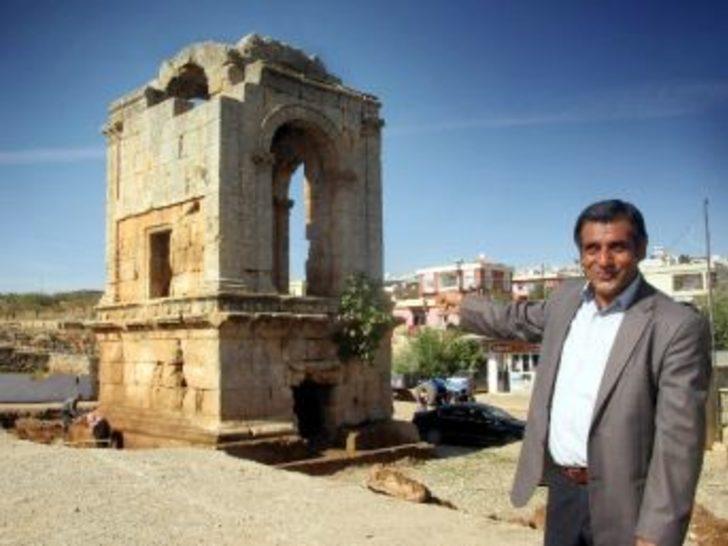 Elif Beldesi Anıt Mezarı'nda Restorasyon Çalışması Başlatıldı