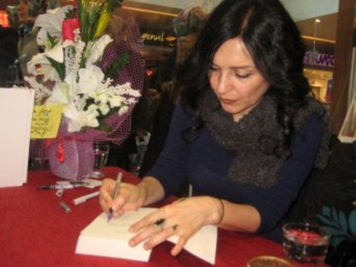 Yazar Nazan Bekiroğlu Erzurum'da Okurlarıyla Buluştu