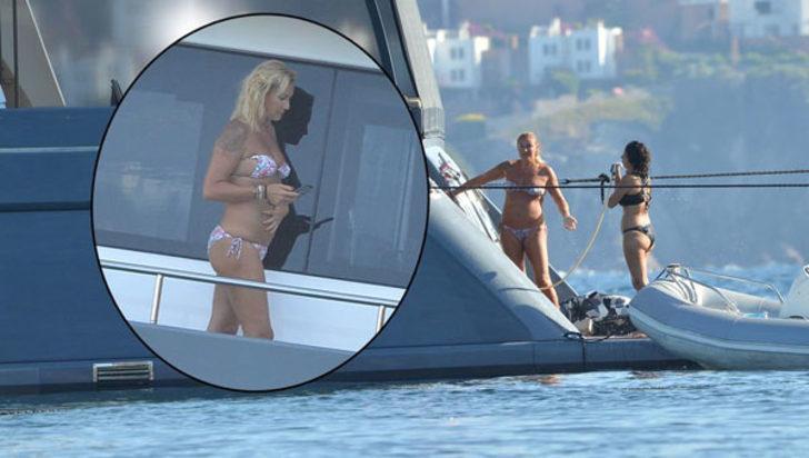 Pınar Altuğ'un makyajsız halinden sonra bikini hali de olay oldu