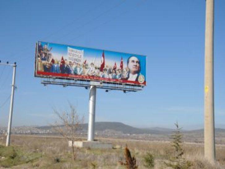 Uşak'ın Simge Fotoğrafı, İzmir-Ankara Yoluna Tabela Olarak Koyuldu