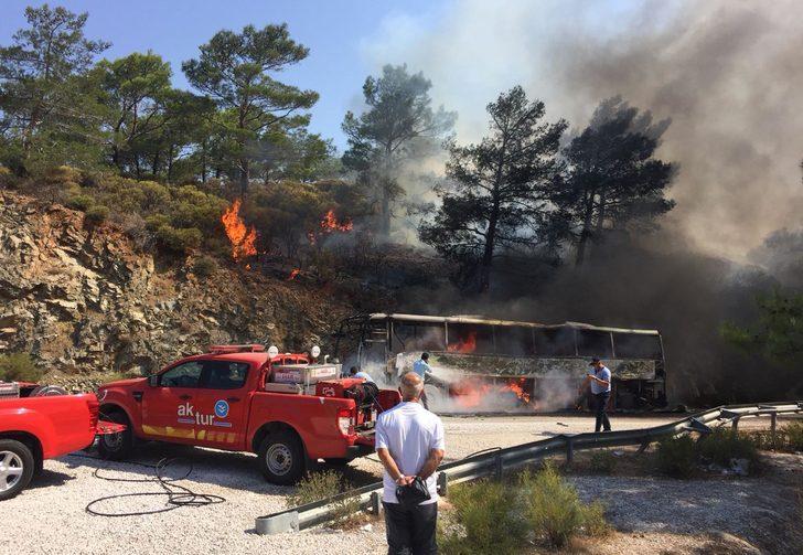 Muğla'da otobüste çıkan yangın ormana sıçradı (2) - Yeniden