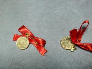 Gram altın 193,9 lira, çeyrek altın 317 lira ve Cumhuriyet altını 1.295 liradan işlem görüyor.Uzmanlar altının gram fiyatının ise kısa vade için 190-200 lira bandında seyredeceği öngörüsünde.