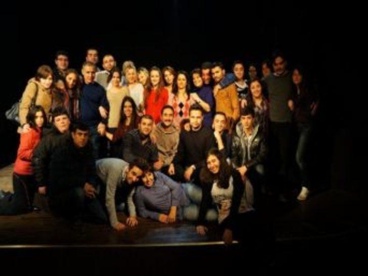 """""""artiz Mektebi"""" İsimli Tiyatro Oyununa Zonguldak Halkından Büyük İlgi"""
