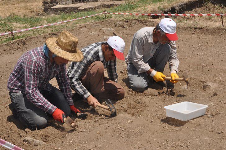 Bitlis Kalesi'nde kazı çalışması yeniden başladı