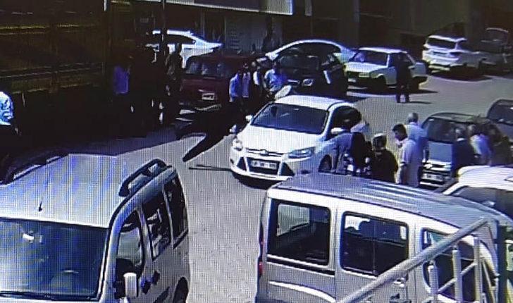 Düğünde zurnacıya otomobilin çarpma anı kamerada
