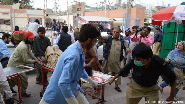 Pakistan'da seçim mitinginde intihar saldırısı