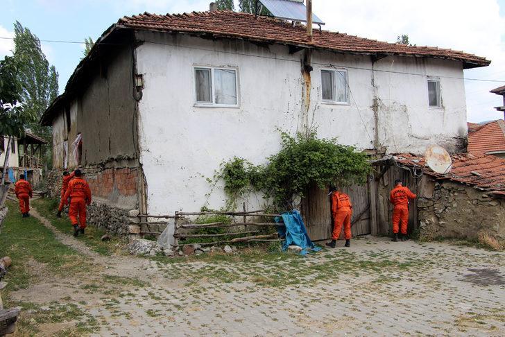 JAK timleri kayıp Evrim'in evinin çevresinde arama yaptı