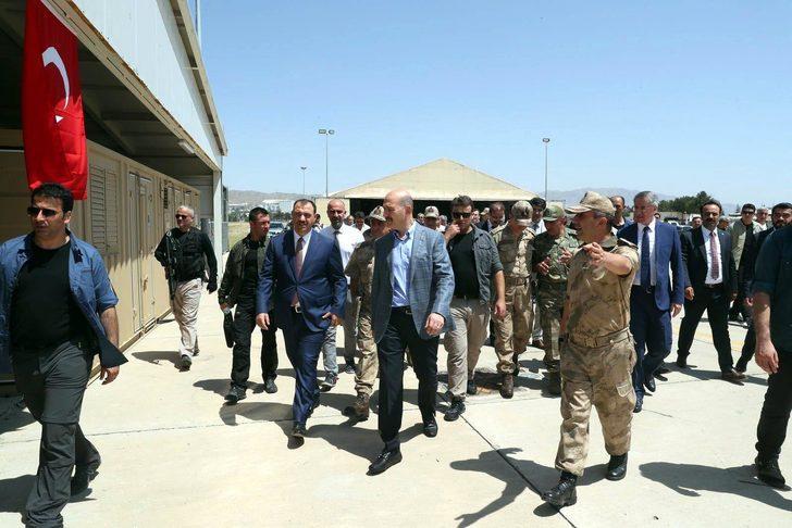 İçişleri Bakanı Soylu, 18 teröristin öldürüldüğü tepeyi ziyaret etti (2)- (Yeniden)