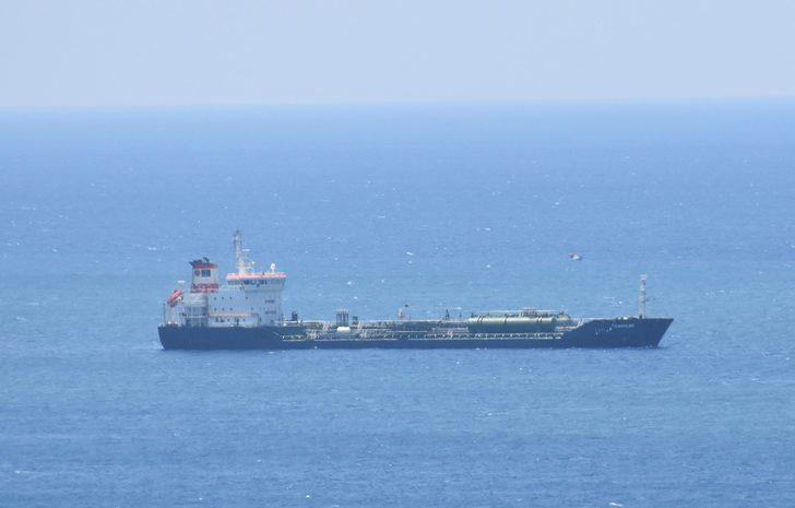 Su alan akaryakıt tankerinin kaptanı yardım çağrısı yaptı (2)