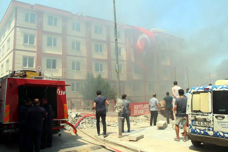 Fotoğraflar // Topkapı'da okulda yangın paniği