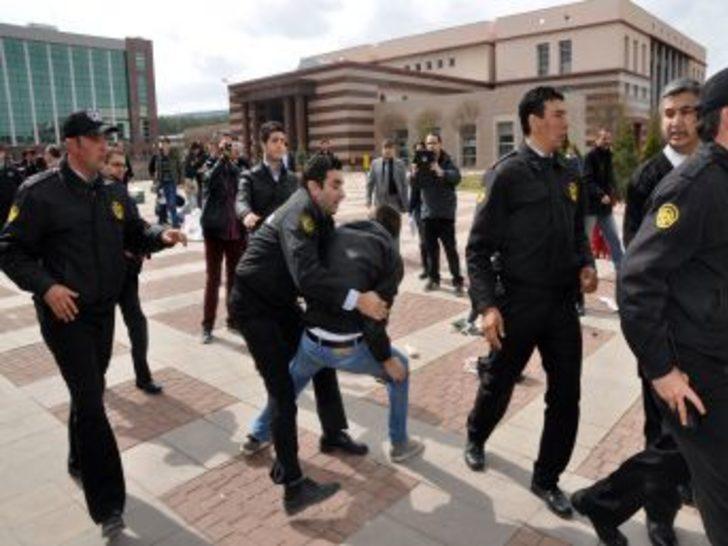 Üniversitelilerin Yemek Zammı Protestosunda Olay Çıktı: 9 Yaralı, 5 Gözaltı