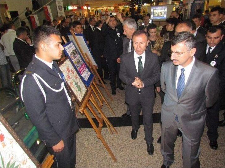 Polis, Barutçuoğlu Avm'de Stant Açtı