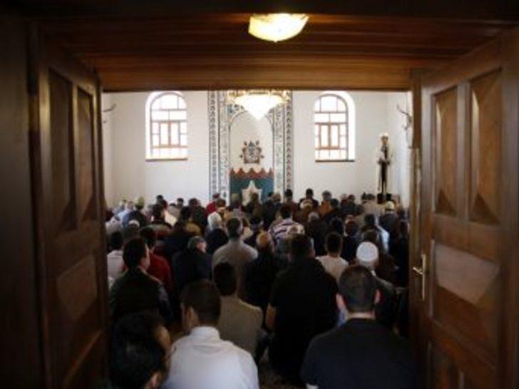 CHP'li Belediyenin Kütüphane Yaptığı 700 Yıllık Cami Ibadete Açıldı
