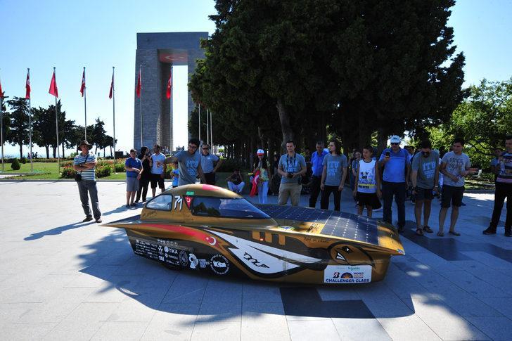 Geleceğin otomobili 'Bow İstka' Şehitler Abidesi'nde tanıtıldı