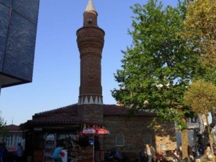 Cumhuriyet Caddesi'ndeki Camiler Hürriyet İstiyor