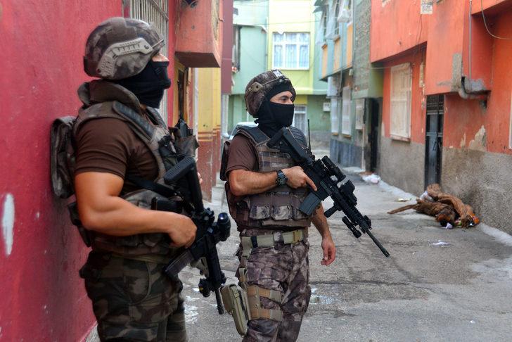 Adana'da şafak operasyonu! Uyuşturucu satıcılarına gözaltı