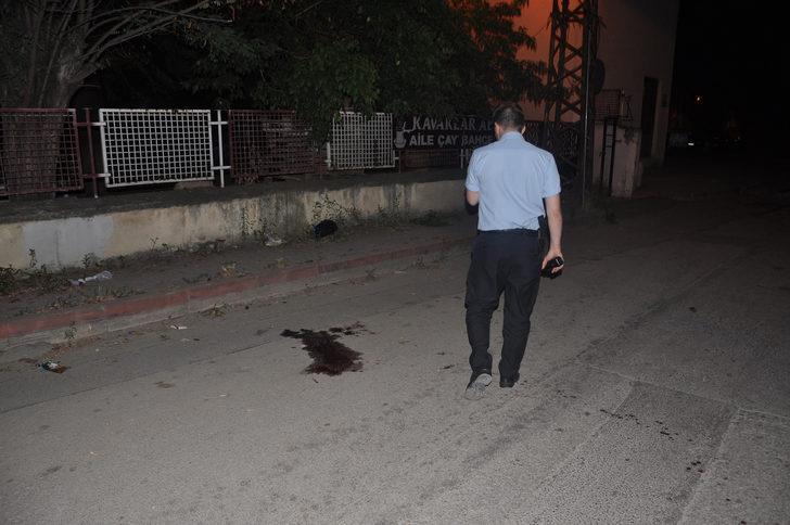Ev arkadaşını sokakta tabanca ile öldürdü