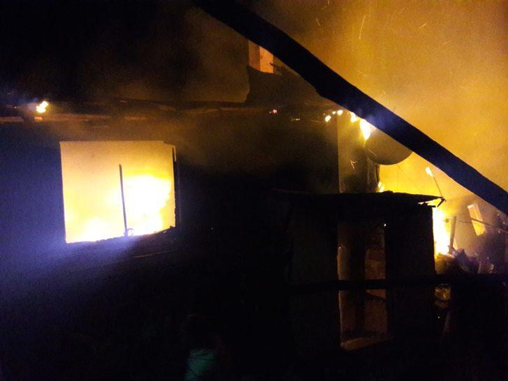 Karabük'te 3 kardeşin yaşadığı ev yandı