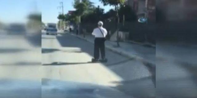 Yaşlı adamın hoverboard keyfi