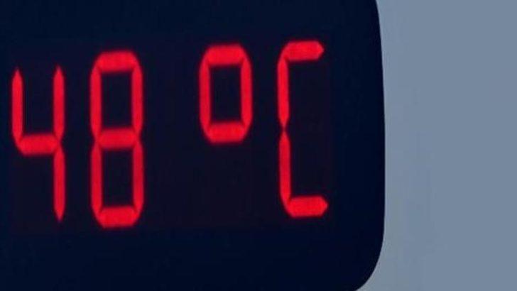 Adana'da termometreler 48 dereceyi gördü! Sıcaktan bunalan kendini su kanalına attı!
