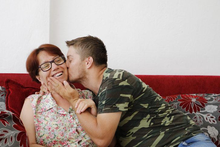 Felçli annesinin yükünü omuzlayan gencin çığlığı duyuldu