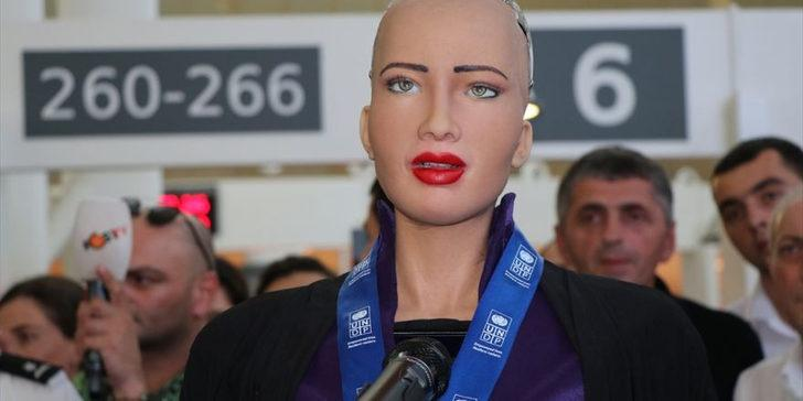 Robot Sophia Gürcistan'da!