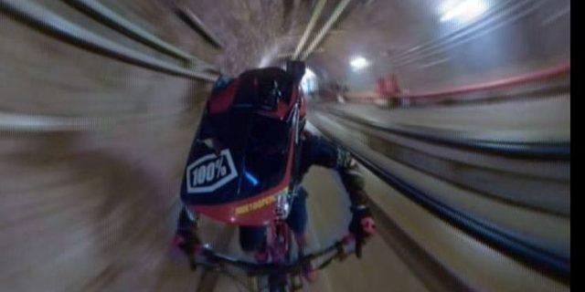Taksim Füniküler Tüneli'nden bisikletle indi