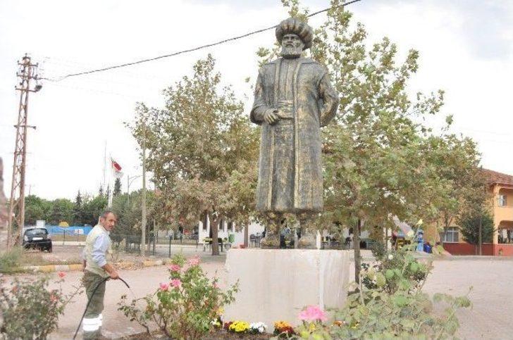 Hersekzade Ahmet Efendi'nin Heykeli Dikildi
