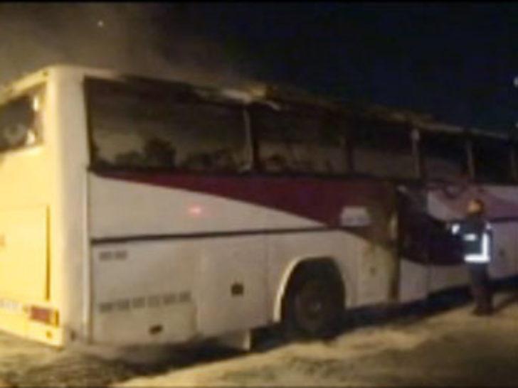 Beşiktaş'ta polislere kızan şahıs otobüsünü yaktı