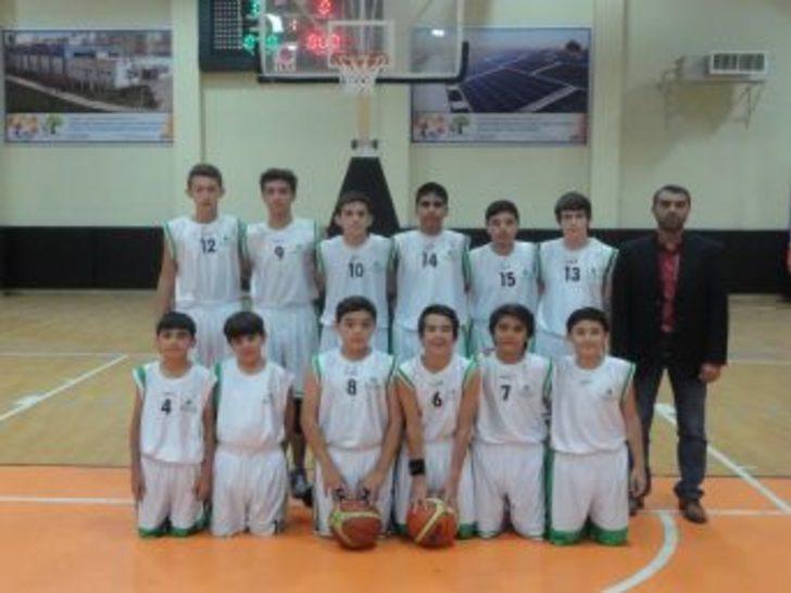 Cumhuriyet Kupası Emine Nakıboğlu Ortaokulu'nun