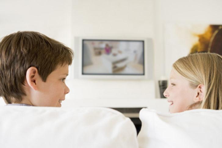 2 yaşına kadar çocuğunuza televizyon izletmeyin!