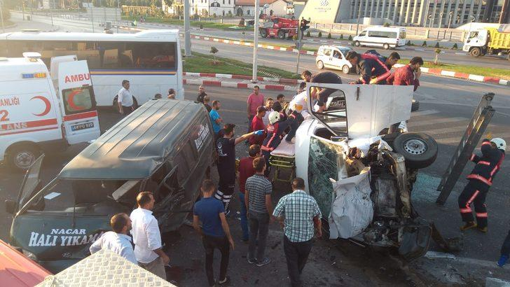 Malatya'da 2 minibüs çarpıştı: 12 yaralı