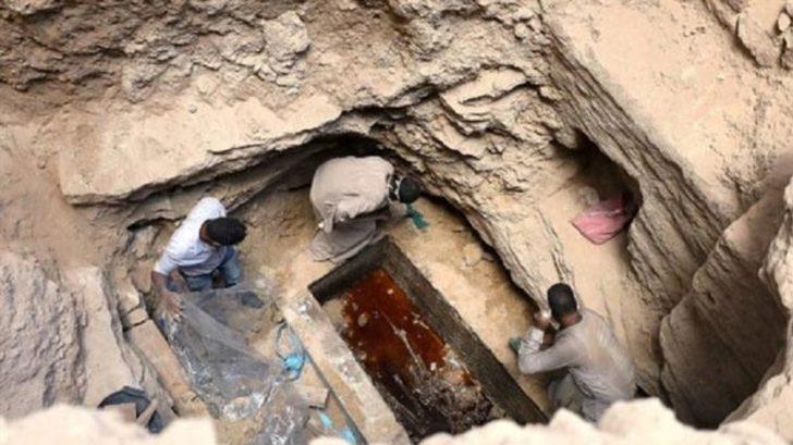 Mısır'da bulunan lahitin içinden lağım suyu çıktı!