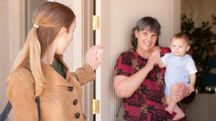 Çocuğu bakıcı mı büyütmeli büyükanne mi?