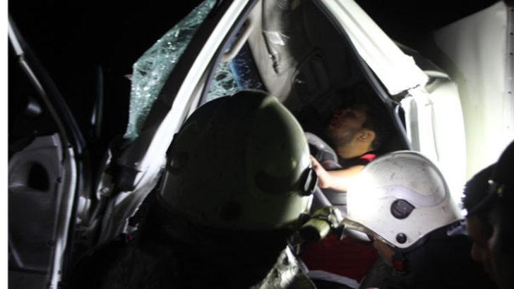 Aydın'da korkunç kaza! Kamyonette sıkışan iki kardeş acı içinde kurtarılmayı bekledi