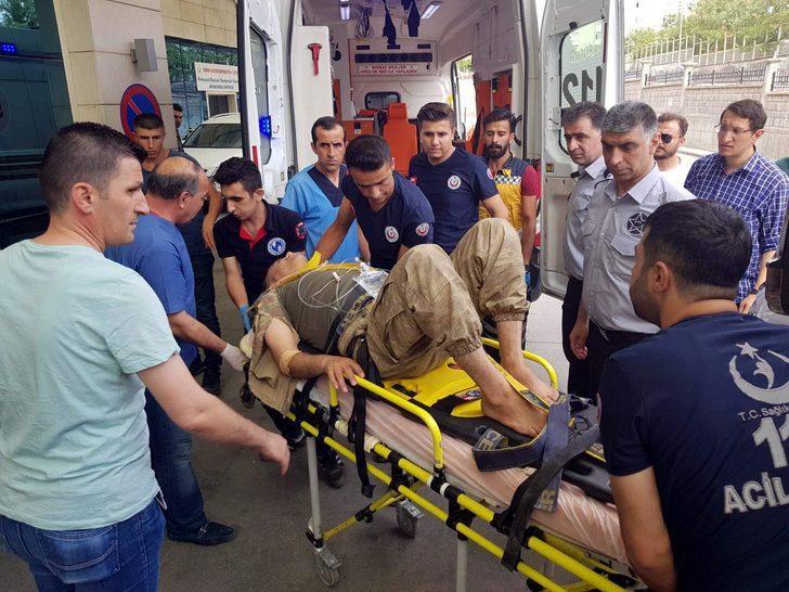 Siirt'te askeri araç devrildi: 4 asker yaralı