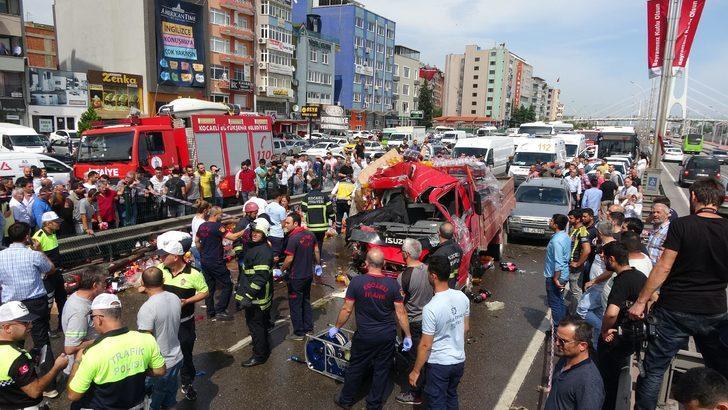 Kamyonet TIR'a çarptı: 1 ölü, 2 yaralı
