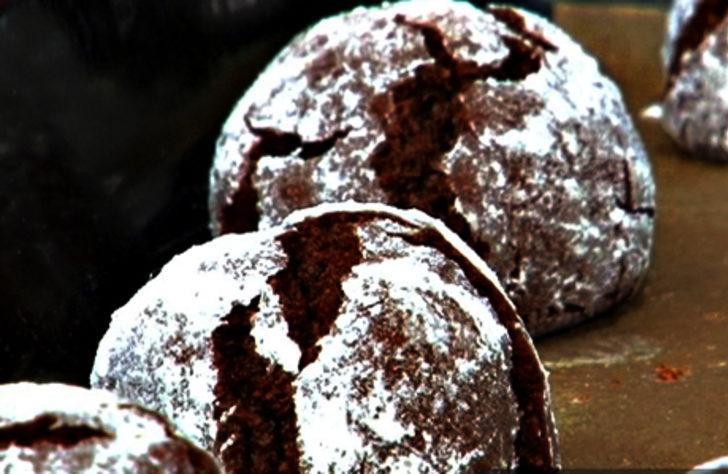 Ağızda dağılan kakaolu çatlak kurabiye tarifi