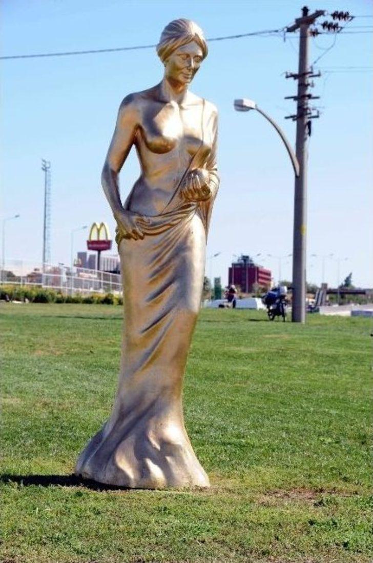 Altın Portakal'ın Simgesi 'afrodit' Heykelini Çaldılar