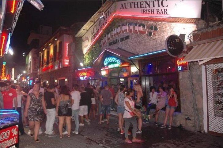 Yabancı Turistlerin Kuşadası'nda Eğlence Adresi: Barlar Sokağı