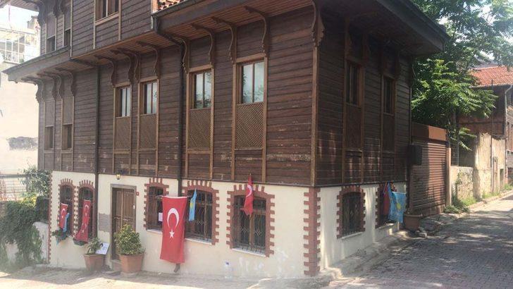 Meral Akşener'in evinin önüne mektuplar bırakıldı
