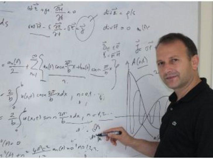 """Prof. Türetken: """"baz İstasyonlarından Yayılan Radyasyonun Ciddi Bir Zararı Yok"""""""