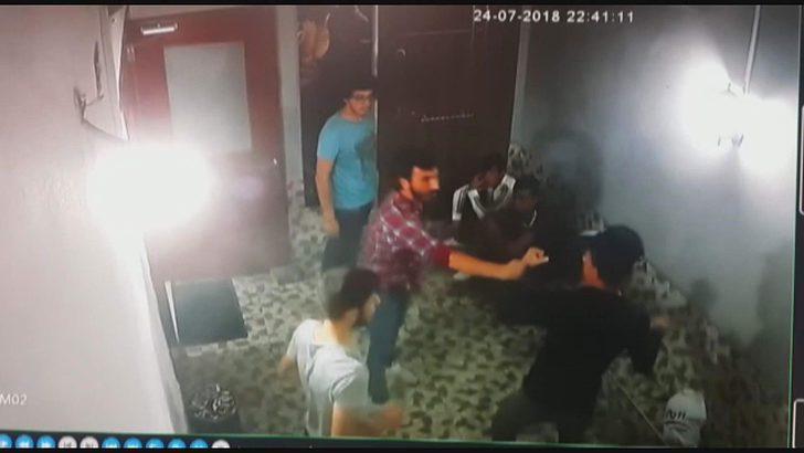 2 TL yüzünden 2 kardeşin bıçaklanma anı güvenlik kamerasında